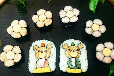 飾り巻き寿司(くまのおひな様と桃の花)